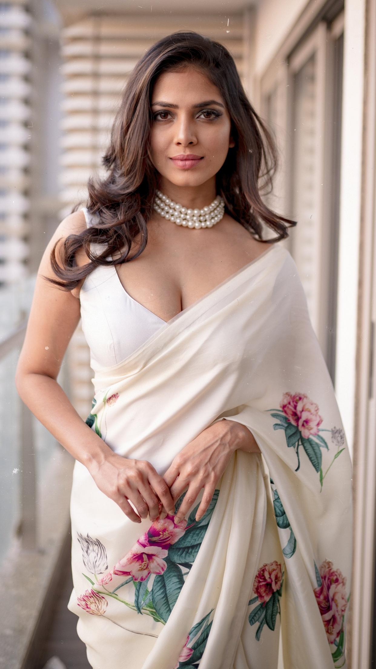 Sizzling Hot Bollywood Actress