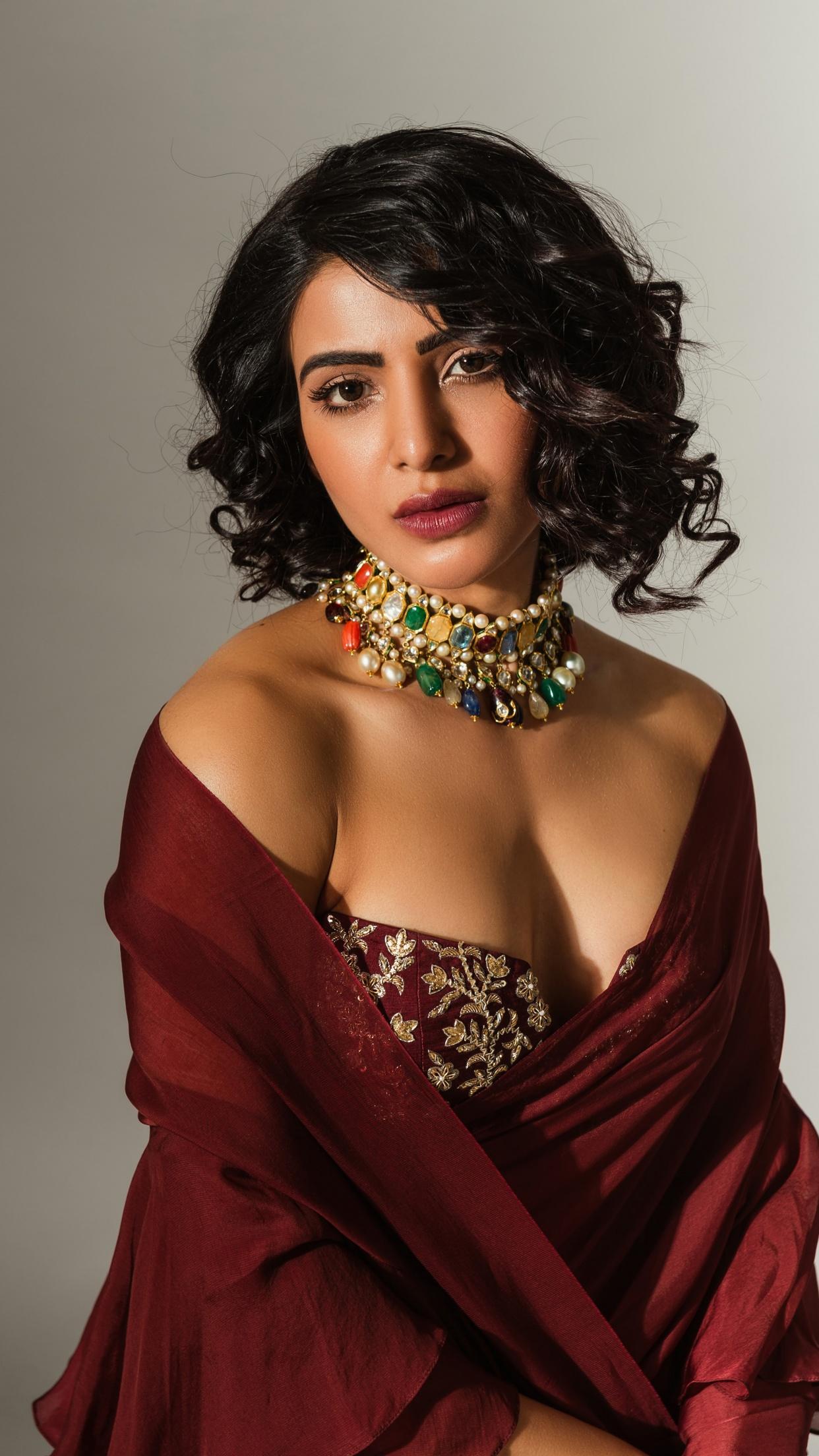 Hot indian desi woman in nighty showing Big Boobs pic