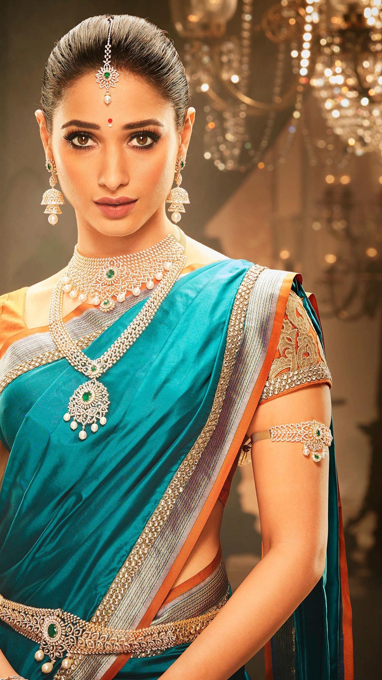 Unseen Hot Photos of Actresses: Malavika Unseen Hot Pics