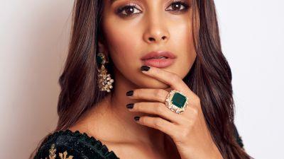 Pooja Hegde, Indian actress, Bollywood actress, Portrait