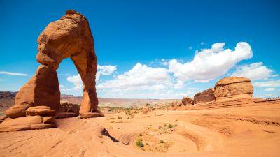 Delicate Arches, Arches national park, Landmark, Utah, Clouds, Blue Sky, Rock formations, Landscape, 5K