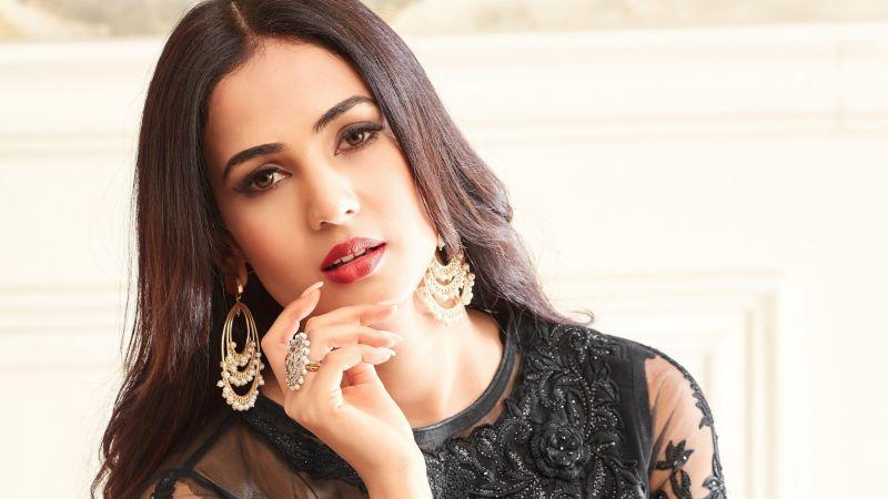 Sonal Chauhan, Bollywood actress, Indian actress, Beautiful actress, Wallpaper