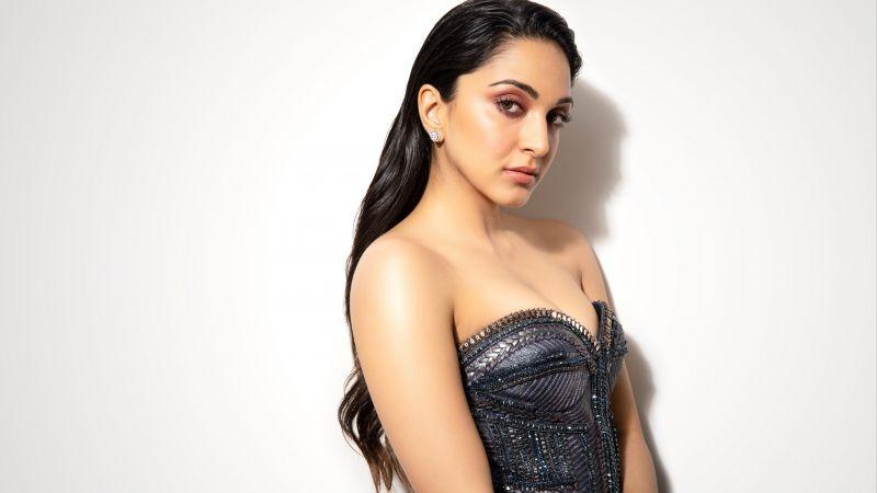 Kiara Advani, Indian actress, Bollywood actress, White background, 5K, Wallpaper