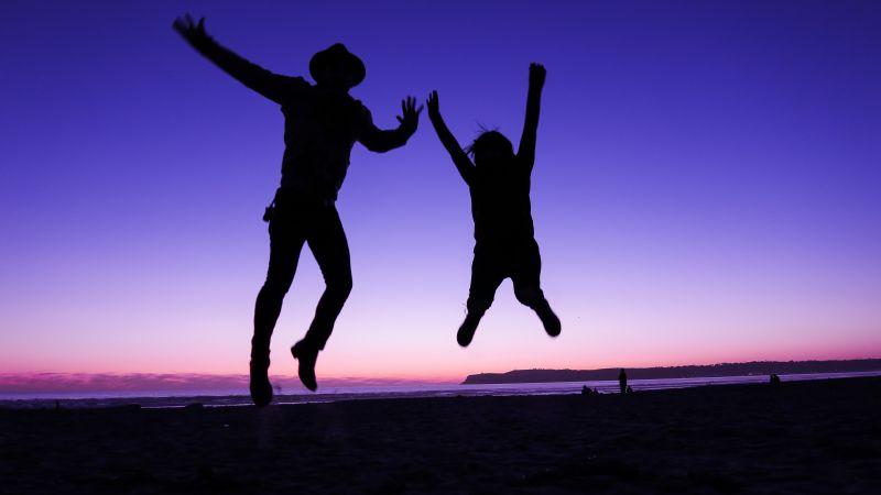 Silhouette, Jumping, Couple, Sunset, Purple sky, Beach, 5K, Wallpaper