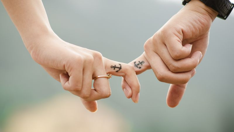 Couple, Hands together, Fingers, Youth, Romantic, Lovers, 5K, Wallpaper